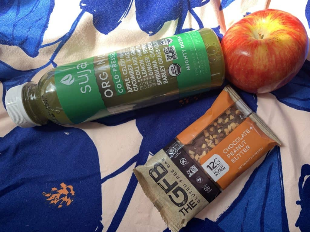 what I eat in a day: green juice, gluten-free bar, apple